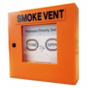 Fire brigade prority switch for an automatic opening smoke vent