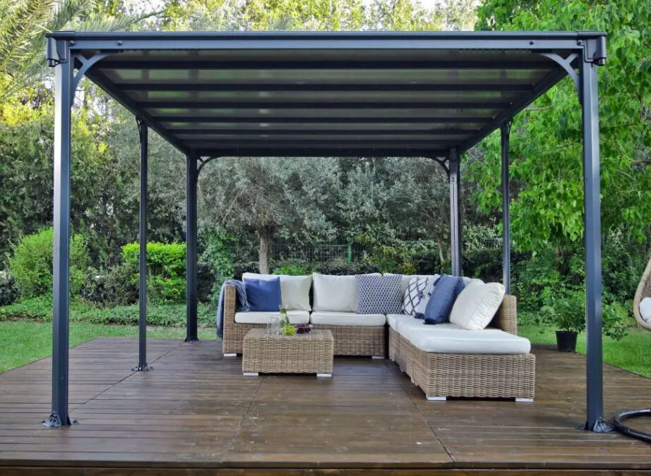 Difference Between a Freestanding and an Attached Veranda